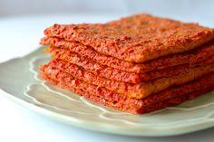 Rødbede fladbrød har en virkelig smuk farve, smager sindsygt godt, og har mange anvendelsesmuligheder. Du kan. fx bruge det til sandwich Good Healthy Recipes, Raw Food Recipes, Gluten Free Recipes, Low Carb Recipes, Vegan Bread, Dinner Is Served, Raw Vegan, Tapas, Bakery