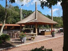 De bouw van een traditionele hooiberg door WoodMarc.