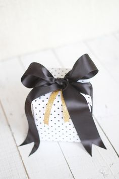 Gift Wrapping: How to Tie a Perfect Bow