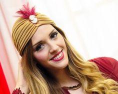 ... Fiesta ...  Y que mejor que un bonito #turbante que resalte el color de tus ojos, de tu pelo, que de luz a la expresión de tu cara.   Karland Basics trabaja con los mejores #artesanos en coronas, tiaras, diademas florales de la capital, y confeccionamos todo tipo de turbantes y pañuelos absolutamente #personalizados.   Feliz jueves  Equipo Karland Basics