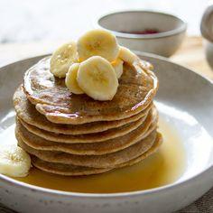 Ich liebe Buchweizen Pancakes. Das hört sich vielleicht nicht so sexy an, aber hey, ich bin schließlich Kanadierin. Findet Ihr Buchweizenmehl zu gesund? Ich kann Euch die Buchweizen Pancakes nur empfehlen. Ich glaube, Euch wird der leicht nussige Geschmack... #crèpes #frühstück #glutenfrei