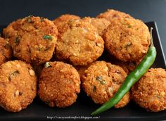 Curry and Comfort: Chana Dhal Masala Vadai ( Deep Fried Lentil Snack) Indian Snacks, Indian Food Recipes, Vegetarian Recipes, Cooking Recipes, What's Cooking, Curry Recipes, Tapas, Sri Lankan Recipes, India Food