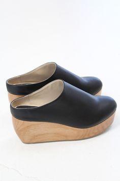 d3671fa99970 Joanna Dornickshoes · Sydney Brown Vegan Clogs in Black Sko Sandaler