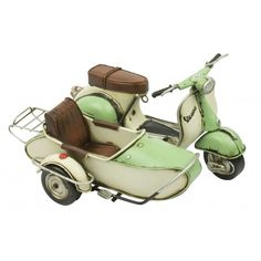 Die Cast Green Vespa Scooter with side car Scooters Vespa, Lambretta Scooter, Motor Scooters, Scooter Motorcycle, Vintage Vespa, Vintage Cars, Classic Vespa, Classic Cars, Italian Scooter