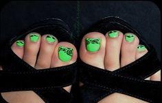 Diseños para uñas de los pies, diseño para uñas delos pies verde.   #manicuras #nails #uñasbonitas