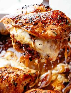 Succulent boneless chicken breasts filled with tender, caramelized onions and glorious melted cheese. These french onion stuffed chicken low-carb keto. Chicken Breast Recipes Healthy, Easy Chicken Recipes, Healthy Chicken, Crockpot Recipes, Healthy Stuffed Chicken Breast, Easy Recipes, Bourguignon Recipe, Mushroom Bourguignon, Baked Stuffed Chicken