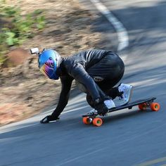 Curva 02 #7Curvas  Rider: @hiromlb Photo: @adilsonkilhas . #mylongbrothers #downhill  #downhillskateboarding #photo #skatedownhill #downhillspeed #longboard #longboarding #skate #skateboarding #skatefast #speed #skatesafe #gopro #freeride #sliding #ypytrucks #njkleathers #usesempreumcapacete #alwayswearahelmet