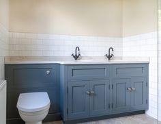 maestro bagni in marmo Calacatta Toilet Vanity Unit, Toilet And Sink Unit, Sink Vanity Unit, Toilet Sink, Bathroom Vanity Units, Double Sink Vanity, Double Sinks, Bathroom Vanities, Laundry Room Bathroom