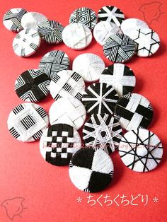 Dorset Buttons, Diy Buttons, Passementerie, Craft Accessories, Button Crafts, Fashion Sewing, Buttonholes, Needlework, Diy And Crafts
