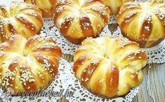 Sajtos muffin recept fotóval Albanian Recipes, Hungarian Recipes, Albanian Food, Bread Dough Recipe, Salty Snacks, Diy Food, Cake Recipes, Bakery, Food Porn