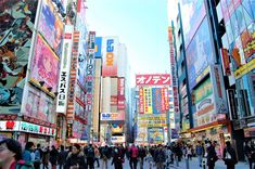 Akihabara : 15 Best Things to Do in 2019 – Japan Travel Guide -JW Web Magazine Attractions In Tokyo, Japan Travel Guide, Tokyo Travel, Anime Store, Go To Japan, Japan Trip, Local Tour, Adventure Tours, Day Tours
