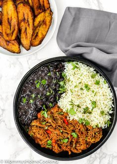 This Venezuelan Pabellon Bowl is meal perfection! Shredded beef, black beans, white rice and fried plantains, make this dish a hearty, filling and most delicious lunch or dinner ever. AD mommyshomecooking… Source by mommyhomecookin Venezuelan Food, Venezuelan Recipes, Shredded Beef, Comida Latina, Latin Food, Stuffed Green Peppers, Food Menu, Black Beans, Beef Recipes