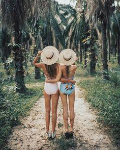 Las mejores amigas son esas que siempre están ahí hadta para una foto