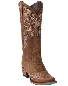 If you want to find very comfortable wedding shoes you have two top choices, one is to wear cowgirl wedding boots (as many of our readers choose). However, cowgirl boots aren't for everyone, even i… Cute Cowgirl Boots, Red Cowboy Boots, Cowboy Boots Women, Cute Boots, Wedding Cowgirl Boots, Country Wedding Boots, Women's Western Boots, Outfits With Cowgirl Boots, Western Wild
