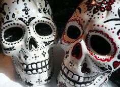 Hand Painted Skull Cake Toppers...  (for the goth wedding I guess??)