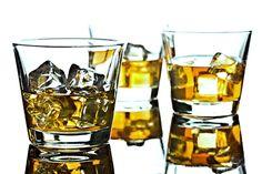 Ze slivovice, vody, bylinkového čaje, koření a cukru vyrobený destilát s chutí a vůní velmi podobný Becherovce. Bloody Mary, Korn, Destiel, Shot Glass, Tableware, Recipes, Alcohol, Dinnerware, Tablewares