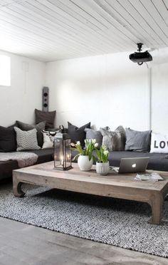 wohnzimmer skandinavisch landhaus stil graues sofa holz couchtisch