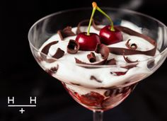 Blackforest Gateau inspired Cherry Trifle ~~~ We took inspiration from the classic Black Forest gateau and created a no-cook, quick and easy pud - a trifle of sorts. Yummy Treats, Delicious Desserts, Sweet Treats, Healthy Desserts, Healthy Recipes, Oscar Wilde, Hemsley And Hemsley, Real Food Recipes, Bakken