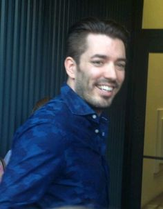 . Jonathan Silver Scott, Scott Brothers, Cute Little Dogs, Drew Scott, Property Brothers, Man Alive, Hot Guys, Handsome, Eyes