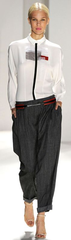 ✜ Carolina Herrera SS 2012 Ready-To-Wear ✜  http://www.vogue.it/en/shows/show/ss-2012-ready-to-wear/carolina-herrera