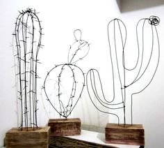 This pin is just a media cache, alas but super fun diy wire cactus. Sculptures Sur Fil, Wire Sculptures, Wire Art Sculpture, Sculpture Ideas, Tree Sculpture, Abstract Sculpture, Bronze Sculpture, Diy And Crafts, Arts And Crafts
