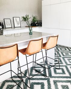 Kitchen design ideas. Leather high chairs, marble tops and patterned tiles.