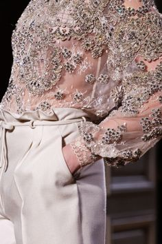 Valentino Spring 2012 Couture Fashion Show Couture Mode, Style Couture, Couture Details, Couture Fashion, Runway Fashion, Womens Fashion, Fashion Week, Look Fashion, Fashion Details