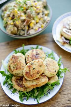 Kipkoekjes met bulgur | Kookmutsjes Salmon Burgers, Lunches, Potato Salad, Sandwiches, Potatoes, Snacks, Chicken, Dinner, Ethnic Recipes