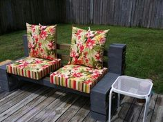 My dyi outside bench, 10 cinder blocks, 6 , some walmart cushions and I have a place to sit and read. Diy Patio Furniture Cheap, Pallet Patio Furniture, Patio Furniture Cushions, Outdoor Cushions, Outdoor Furniture Sets, Outdoor Decor, Outdoor Patios, Diy Pallet Couch, Diy Sofa