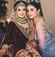 Bollywood actress Alia bhatt with her bff Indian Bridal Lehenga, Indian Bridal Outfits, Indian Dresses, Bridal Dresses, Indian Clothes, Bridal Makeup Looks, Bridal Looks, Bridal Beauty, Indian Wedding Bride