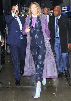 Blake Lively Wears Four Colorful Outfits for Busy Morning of Press!: Photo Blake Lively is busy doing press for her movie A Simple Favor and she wore four different outfits during a morning of appearances on Monday (September in New… Nyc Fashion, Suit Fashion, Fashion Week, Fashion Editor, Fall Fashion, Fashion Brands, Style Fashion, Fashion Ideas, Vanity Fair