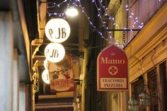 Lights and signs in Venice. Image from globemy.com