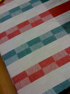 Tea towel on the loom by Sue Willingham, Dish Towels, Tea Towels, Loom Weaving, Hand Weaving, Bed Covers, Diy And Crafts, Projects To Try, Stripes, Quilts