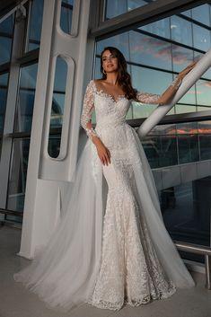 Stunning Alma bridal gown from wedding collection Classic Wedding Gowns, Luxury Wedding Dress, Gorgeous Wedding Dress, Evening Dresses For Weddings, Bridal Dresses, Detachable Wedding Skirt, Transformer Dress, Lovely Dresses, Dream Dress
