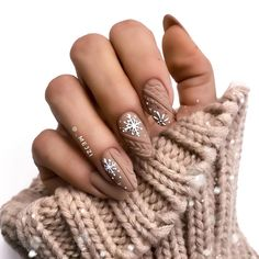 VK is the largest European social network with more than 100 million active users. Christmas Gel Nails, Holiday Nails, Christmas Makeup, Fall Nails, Summer Nails, Stylish Nails, Trendy Nails, Beige Nails, Beige Nail Art