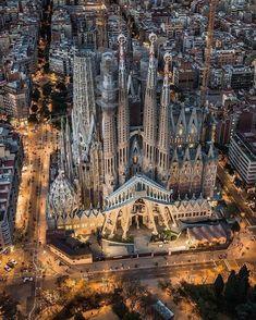 The wonderful Sagrada Familia in Barcelona 😍 Photograph by Sagrada Família The amazing Sagrada Familia in Barcelona 😍 Photo by A photograph posted by HOUSES Beautiful Architecture, Beautiful Buildings, Beautiful Places, Wonderful Places, Modern Architecture, Barcelona Architecture, Residential Architecture, Places Around The World, Around The Worlds