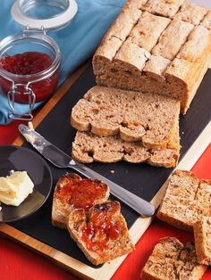 Looking for a healthier bread without added sugar? This sugar-free muesli bread is easy to make and absolutely delicious with your favourite spread. Muesli Bread, Recipes With Yeast, Sugar Free, French Toast, Breakfast, Healthy, Diabetes, Easy, Morning Coffee