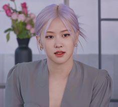 Foto Rose, Korean Girl Band, Rose Icon, Jennie Kim Blackpink, Rose Park, Blackpink Photos, Aesthetic Hair, Blackpink Jisoo, Selena Gomez