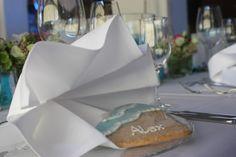 Tischdekoration zur Hochzeit in Türkis, Weiß, Beere mit Muscheln, Sand und türkisfarbenen Kerzen - Wedding center pieces table decor turquoise, pink, white, sea style - Hochzeitskekse - wedding cookies