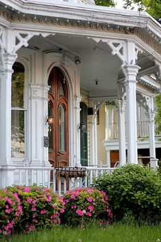 Gorgeous Victorian porch✿⊱╮                                                                                                                                                                                 Mais