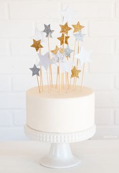Glitter Cake Decorating Ideas ~ how to make a cake topper using stickers and skewers