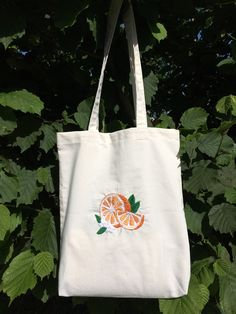 Embroidery On Clothes, Embroidery Bags, Simple Embroidery, Embroidered Clothes, Hand Embroidery Designs, Orange Tote Bags, Diy Broderie, Reusable Grocery Bags, Pet Fashion