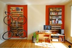 DIY Shipping Pallet Bookshelf and Bike Rack Looks Quick and Easy Diy Interior, Luxury Interior, Interior Decorating, Recycled Furniture, Pallet Furniture, Furniture Ideas, Diy Design, Home Crafts, Diy Home Decor
