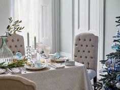 Christmas by English brand John Lewis is always wonderful and inspiring: lush festive trees, lots of bright and cheerful toys, shiny decorations, and ✌Pufikhomes - source of home inspiration Christmas Tabletop, Inspiration Boards, Style Inspiration, Holiday Festival, Christmas Inspiration, Beautiful Interiors, Creative Director, Table Settings, Dining Table