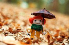 Кукла с зонтиком.