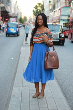 How stunning does Barbara look in this blue flowing pleated skirt from Zara? We love how she paired the skirt with an off the shoulder blue and red top. A winning combination, and that is before you add her ASOS bag to the mix. #blackballad #streetstyle #fashion