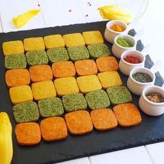 おつまみにぴったりな、甘くない大人のチーズクッキー‼️ ☆黄色は、ターメリックとクミン味 ☆オレンジは、パプリカとトマト味 ☆緑は、バジル味 フードプロセッサーで回すだけの簡単レシピ。 ワインにも合います!