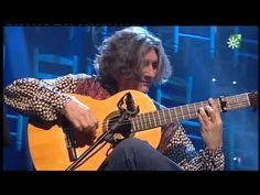 Moraíto Chico - el grande fue su tío El Morao - nacido en el barrio de Santiago de Jerez. No es gitano pero acompañó a los mejores cantaores gitanos, entre ellos a La Paquera cuando se quedó sin su guitarrista habitual.