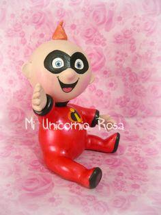 Me encanta hacer figuras de bebes... son super tiernos!! Este es un encargo de María Laura, quien ya es nuestra clienta, y quiero agradecerle mucho la confianza depositada cuando necesita una figura en masa flexible!! Allá va Jack Jack, ya rumbo a Caracas!!
