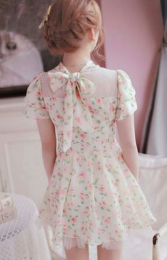Cute floral dress with bow on the back